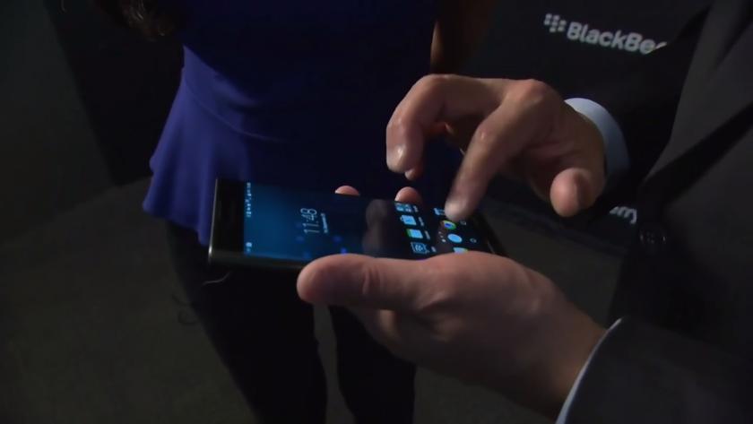 John-Chen-avec-le-Blackberry-Priv